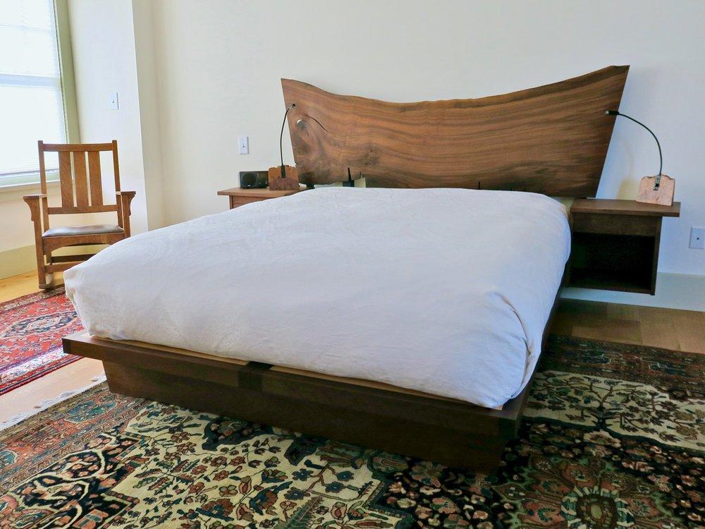 Kelley bed- nogal, claro walnut, maple