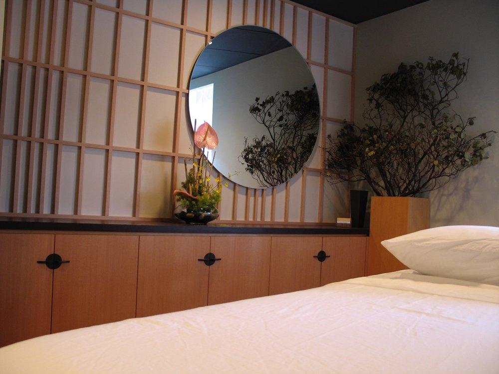 Ifloat spa, massage room- douglas fir, wenge