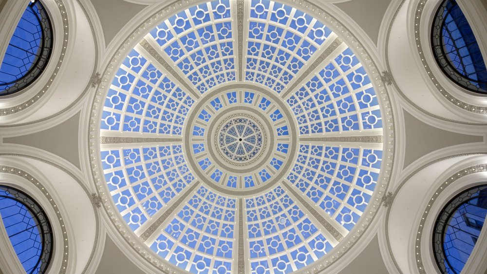 One-of-a-kind Expo hall - Natural light floods through a beautiful glass dome, turning our expo-hall into a radiant space. Discover the future while bathing in the beauty of a dome built in 1908.