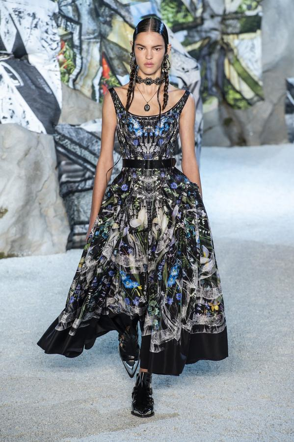defile-alexander-mcqueen-printemps-ete-2019-paris-look-10.jpg