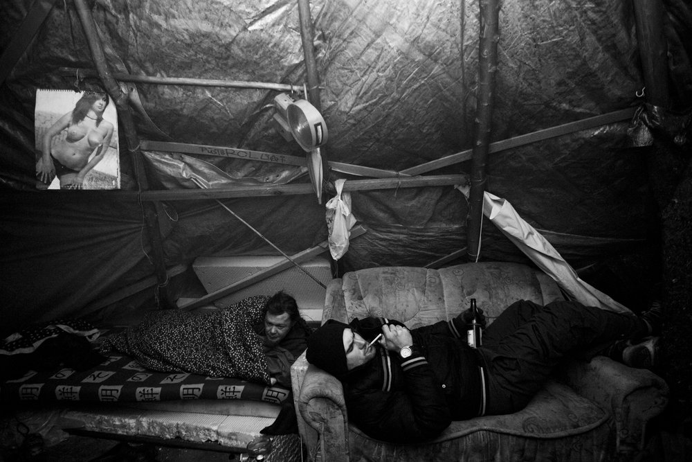 Inside one of the tents (sort of Yurt made with objects found in the streets), the men and women that were in Teepee Town were usually warming up with a small fire inside, making so much smoke it was hard to breathe in some of them. Some smoked crack or pot in their tents and keep on drinking talking and living without creating any troubles.