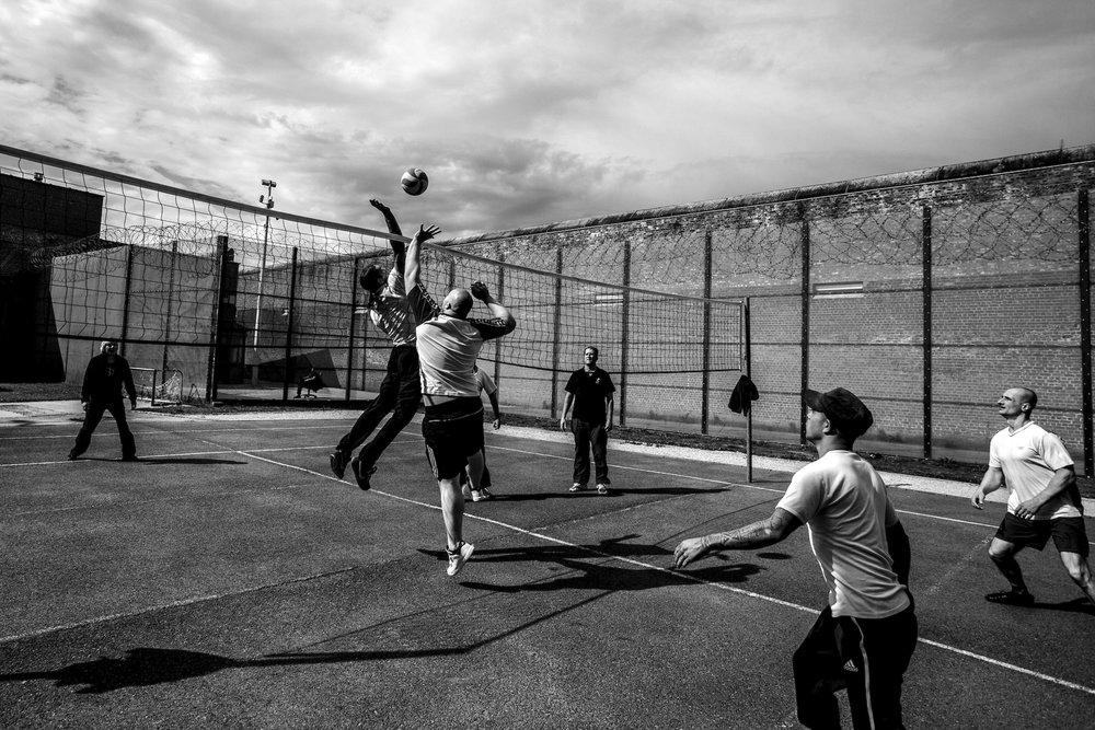 Long term prisoners are playing volleyball in the courtyard of Audenaarde's prison. Belgium, August 2014  © Sébastien Van Malleghem