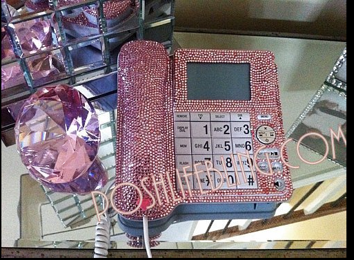pink desk phone.png