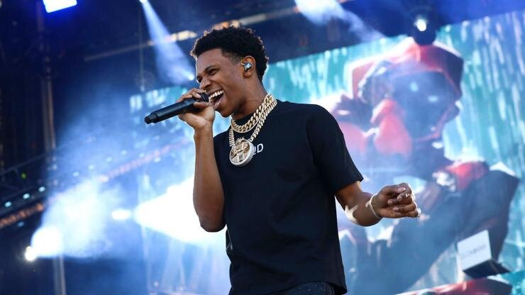 A Boogie Wit Da Hoodie Releases Deluxe Edition Of Artist 2 0 Hit Up Ange