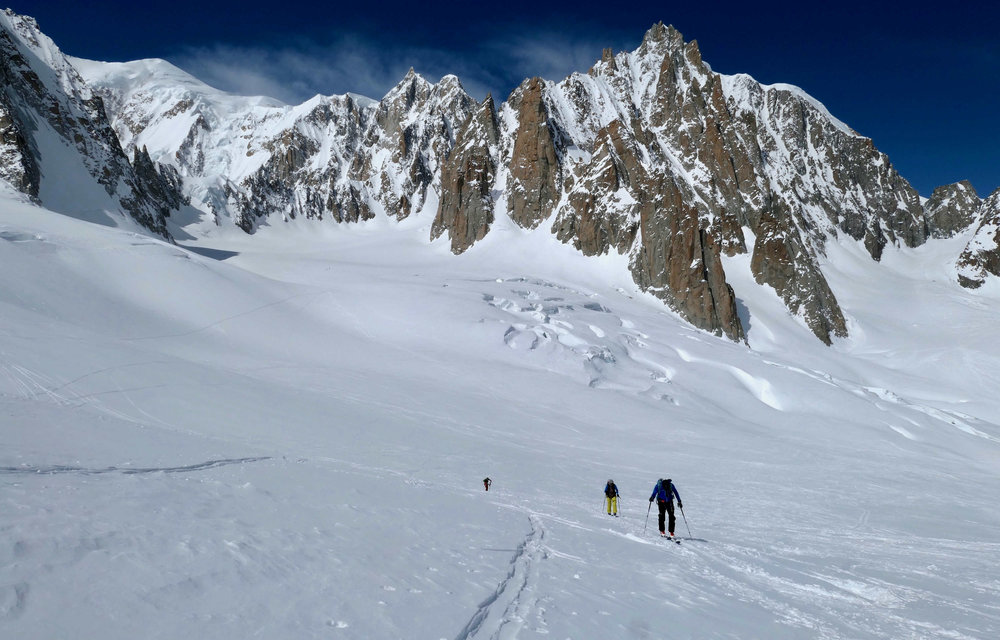 Mont Blanc towers over the head of the Vallee Blanche.jpg