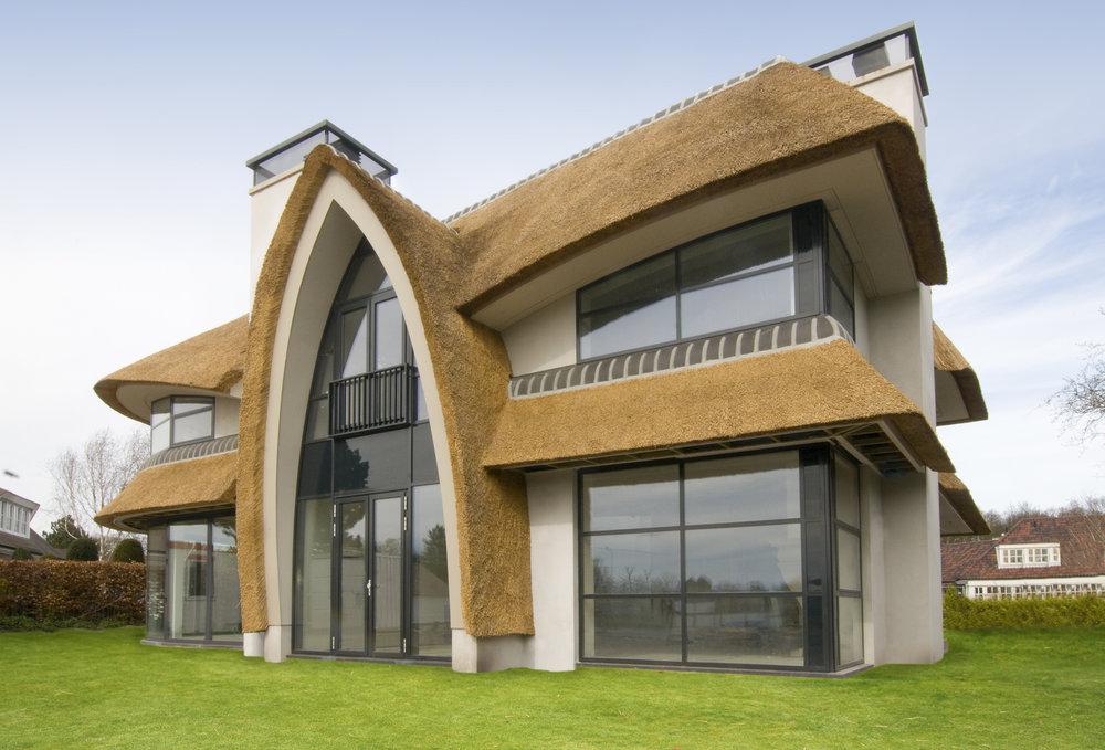 01-modern-rieten-dak-VOOGT-rietdekkers-Delft.jpg