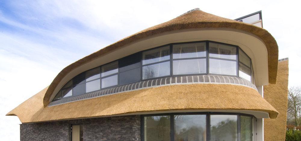 02-modern-rieten-dak-VOOGT-rietdekkers-Delft.jpg