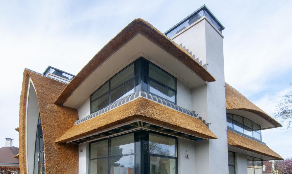 04-modern-rieten-dak-VOOGT-rietdekkers-Delft.jpg