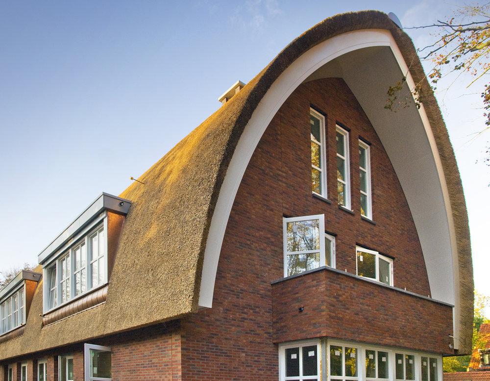 09-modern-rieten-dak-VOOGT-rietdekkers-Delft.jpg
