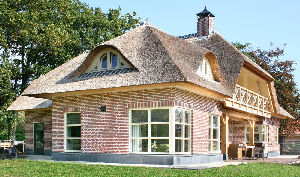 32-klassiek-rieten-dak-VOOGT-rietdekkers-Delft.jpg