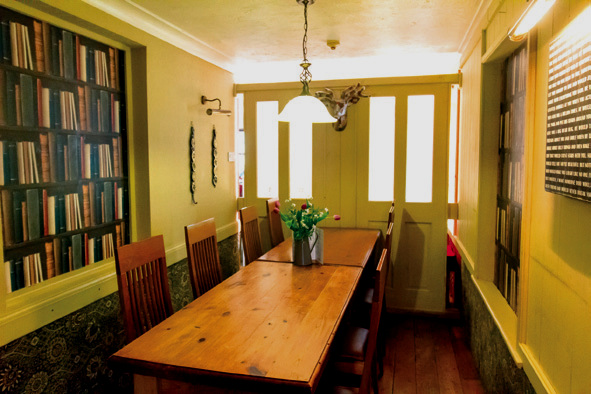 We have private booths and rooms for 2 to 12 people
