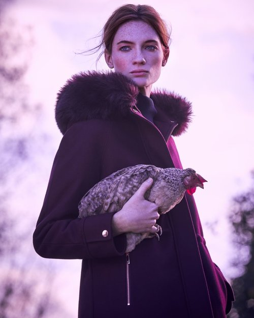 32c0cf95351 Ted-Baker-AW17-Fashion-shoot-chicken-1-768x960.