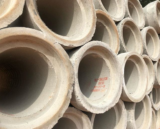 Lots of storm drain to lay at #BrickmontJohnsCreek . . . #RCP #FSR #FSRHomes #Construction #HeavyEquipment #SiteDevelopment #DirtMovers #Excavation #ExcavationSite #SubGrade #Grading #DirtMovers #WeBuildGeorgia #Utilities