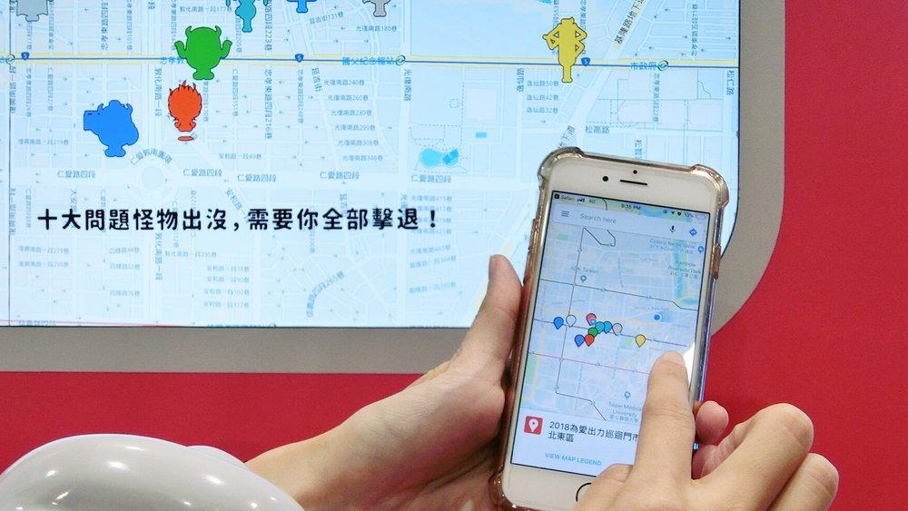除了畫面上提示怪物出沒地點之外,民眾也可以藉由QR code來從手機得到相關資訊。 -照片由Whatever Taipei 和ADK Taiwan提供