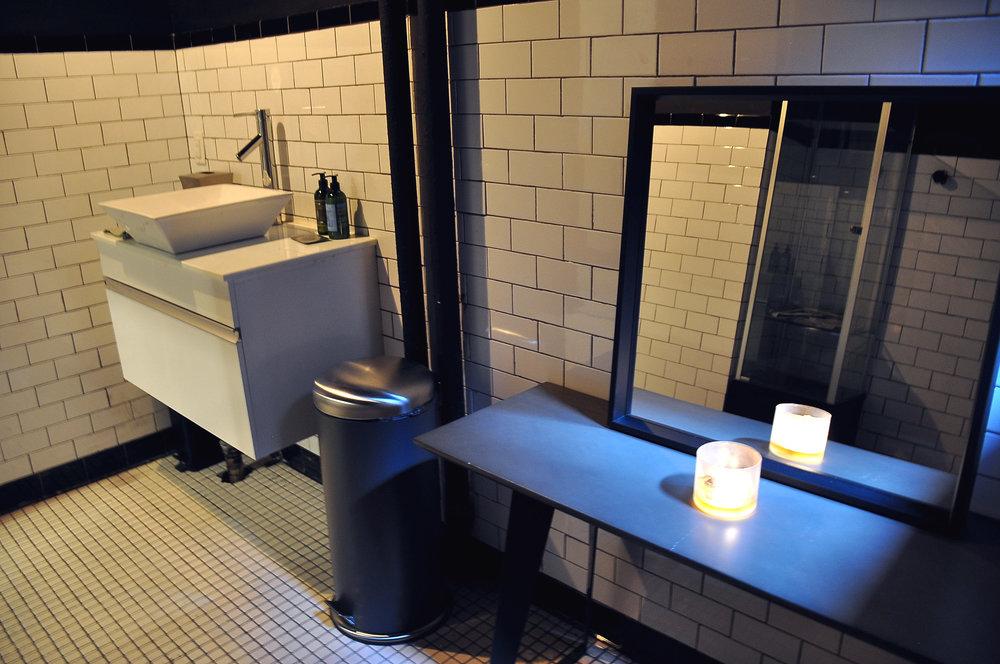 11a Greynoise Bathroom.jpg