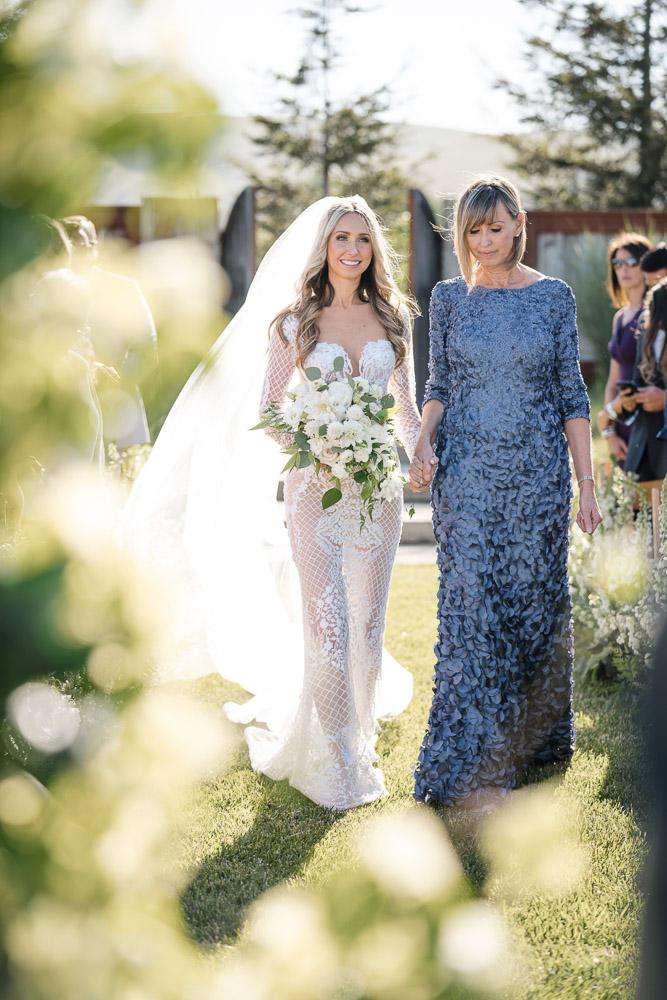 CALIFORNIA-WEDDING-PLANNER-SONOMA-NAPA-LUXURY-EVENT-MOTHER-ESCORTS-BRIDE-WALKING-DOWN-THE-AISLE--26.jpg