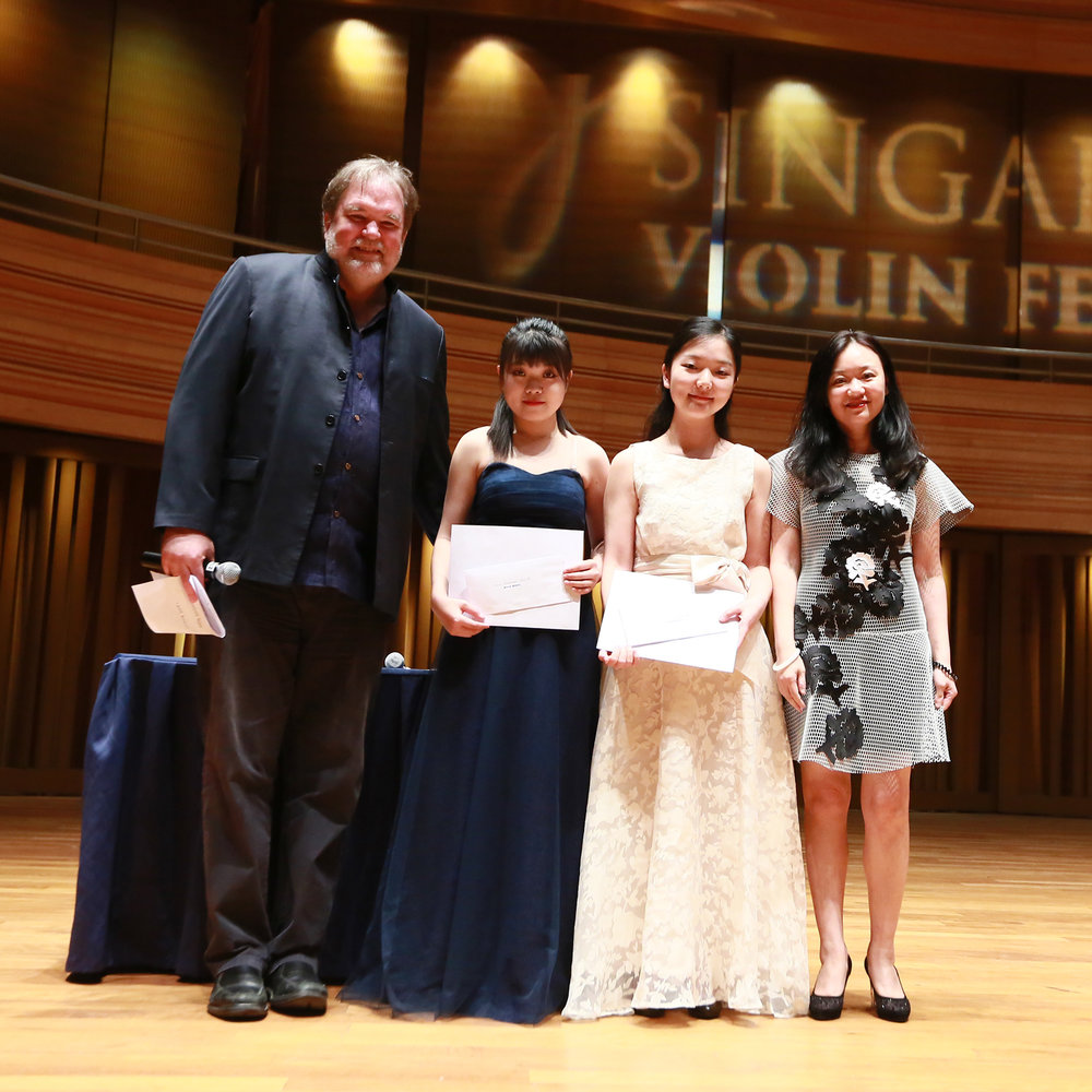 Distinction Award: Wang Wendi, Shi Xiaoxuan