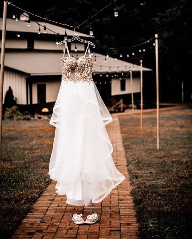 Attention 2019 Brides!  I have a few dates that are still open for 2019 - including one date in October that recently opened back up!  I would love to meet over coffee to discuss you & your wedding! I love to get to know my brides! I ADORE finding out about you, how you met your fiance, your wedding dreams & plans, & so much more!💍 If you think that I may be what you are looking for in a wedding photographer to document your big day, DM me OR e-mail me at chasitychenphotography@gmail.com  I look forward to serving all of my 2019 brides to the BEST of my ability! 🖤
