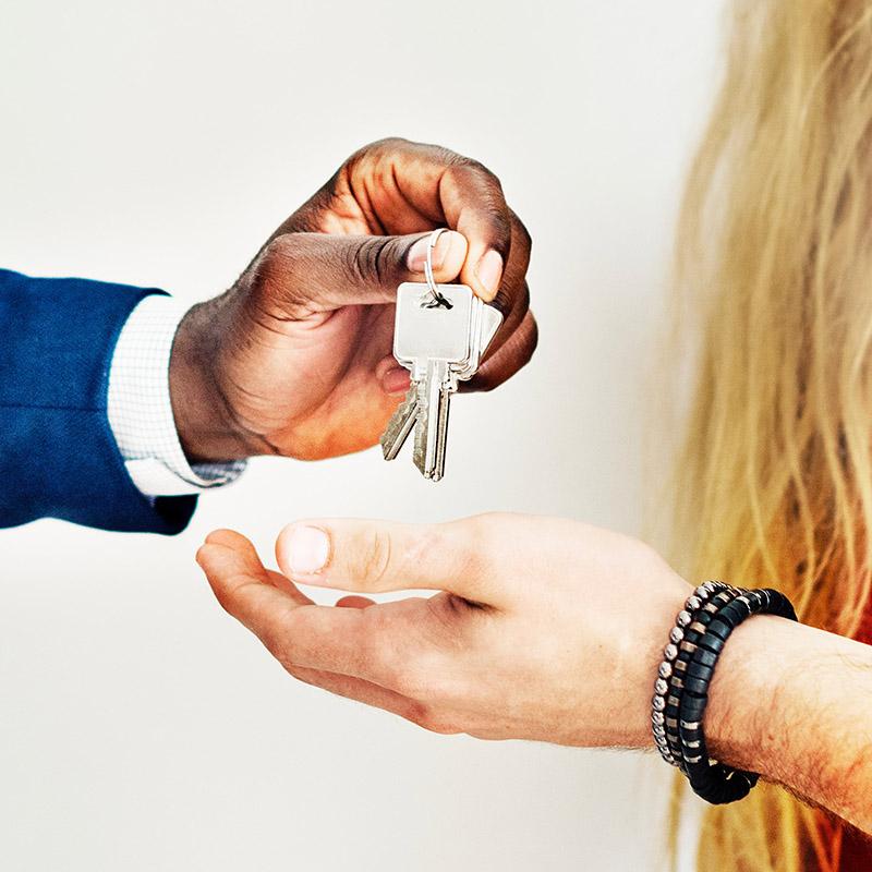 broker-buy-customers-1368687.jpg