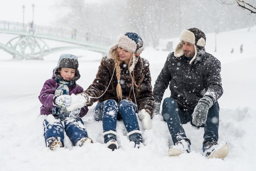 adults-child-cold-1620653.jpg