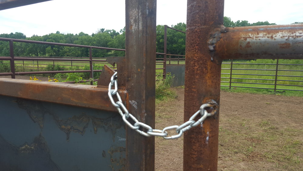 A chain latch plate is welded to the gate. The chain can be mounted on the gate or on the post.