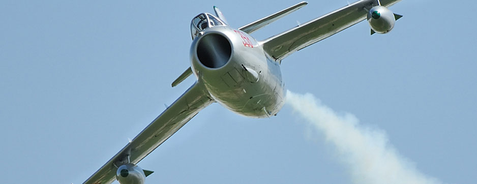 Mikoyan-Gurevich MiG-15 flying with jets