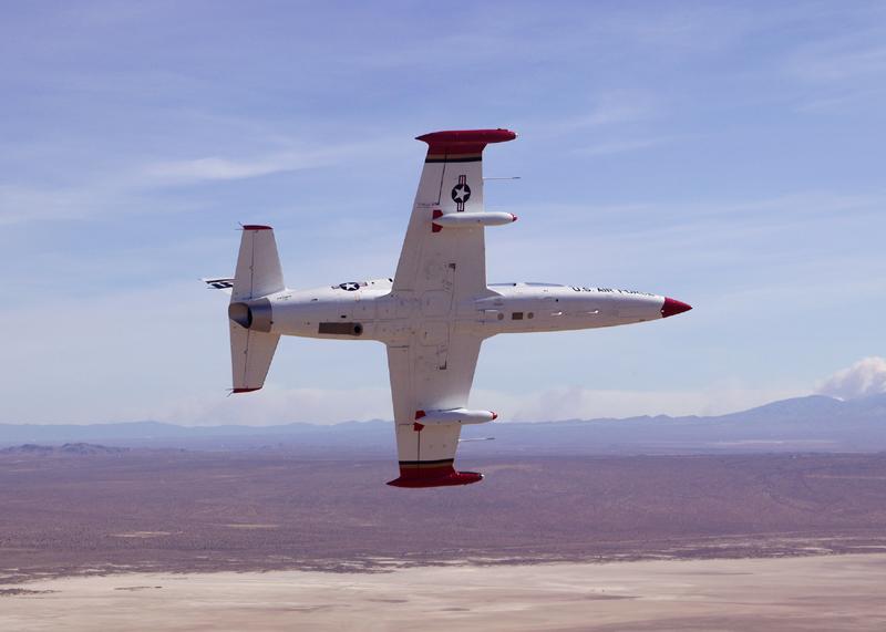 Aero L-39 Albatros banking over desert