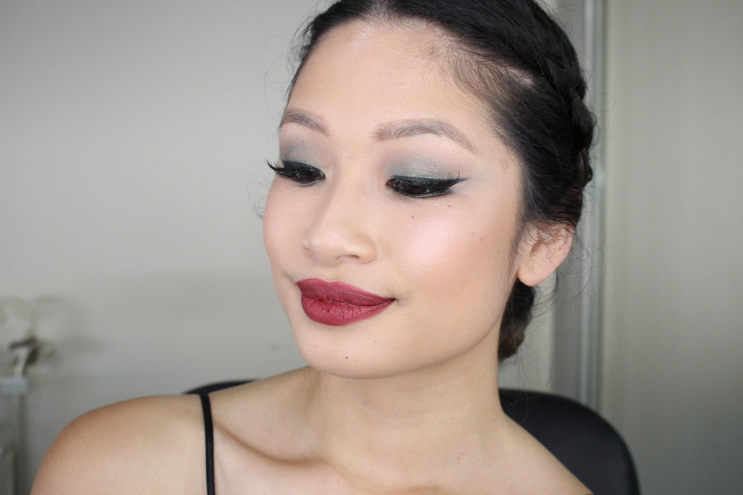green smokey xmas eye makeup
