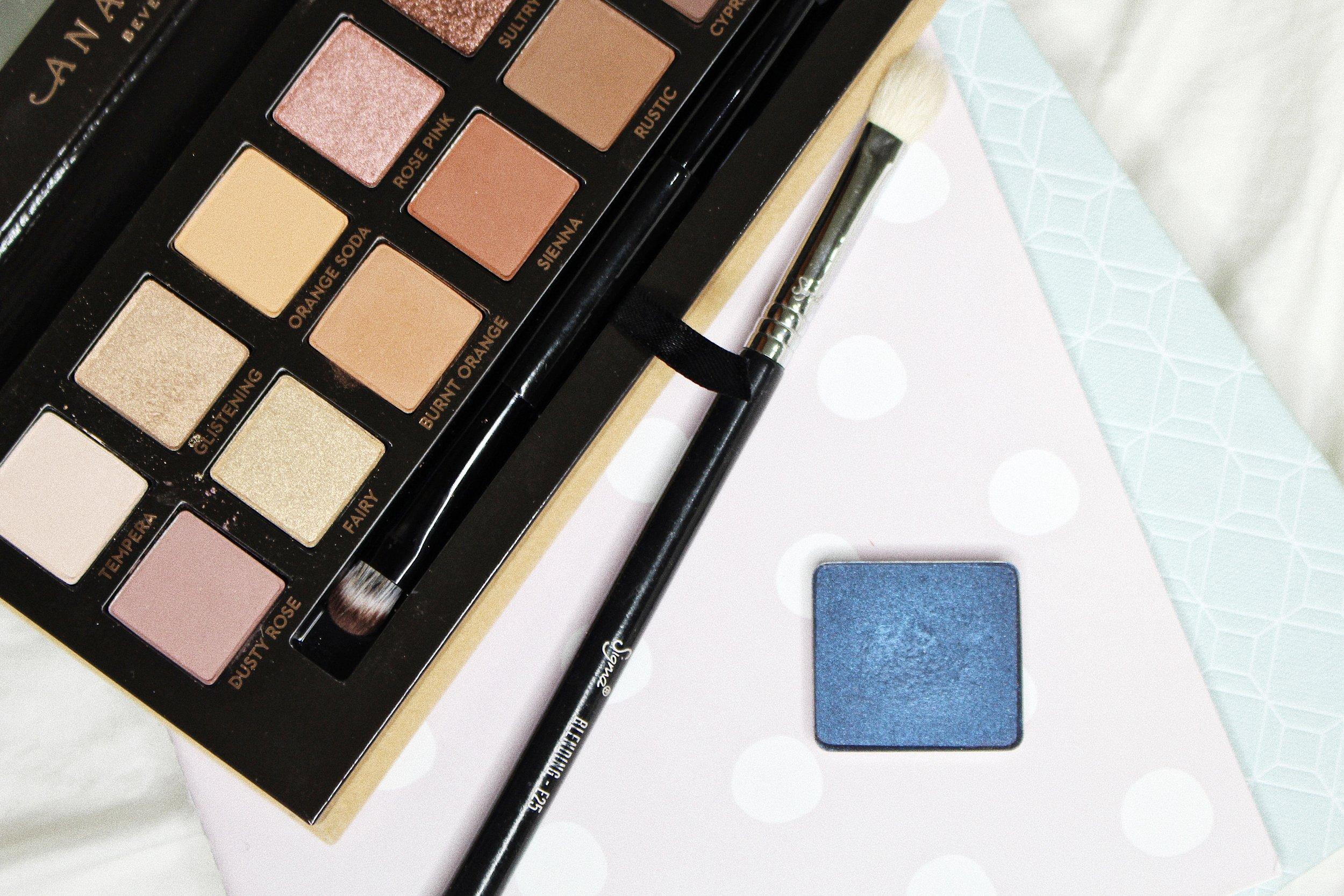 soft glam palette and inglot eyeshadow blue eyeshadow