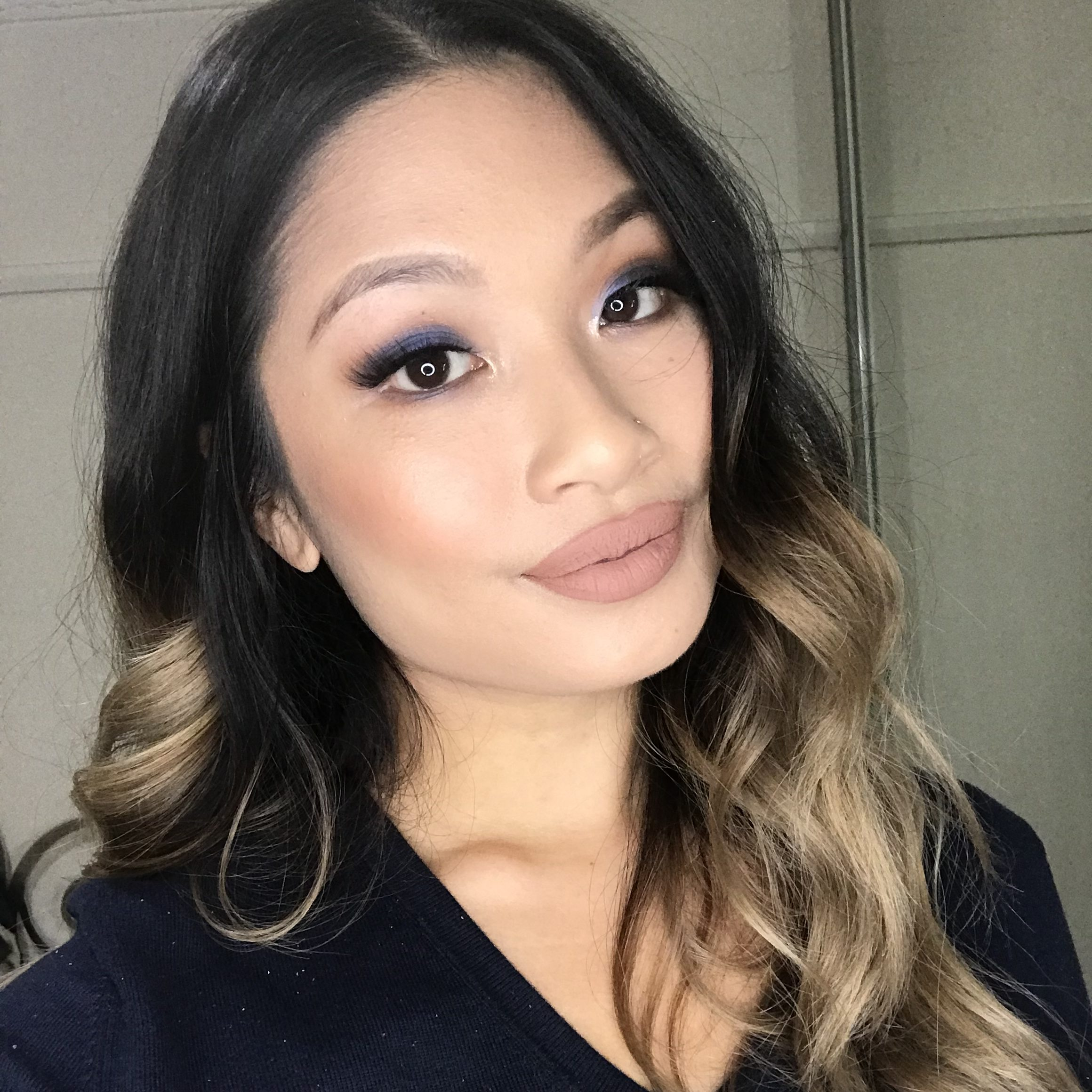 how to apply blue eyeshadow