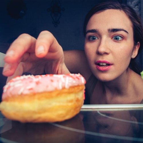 woman+badly+wanting+donut-min.jpg