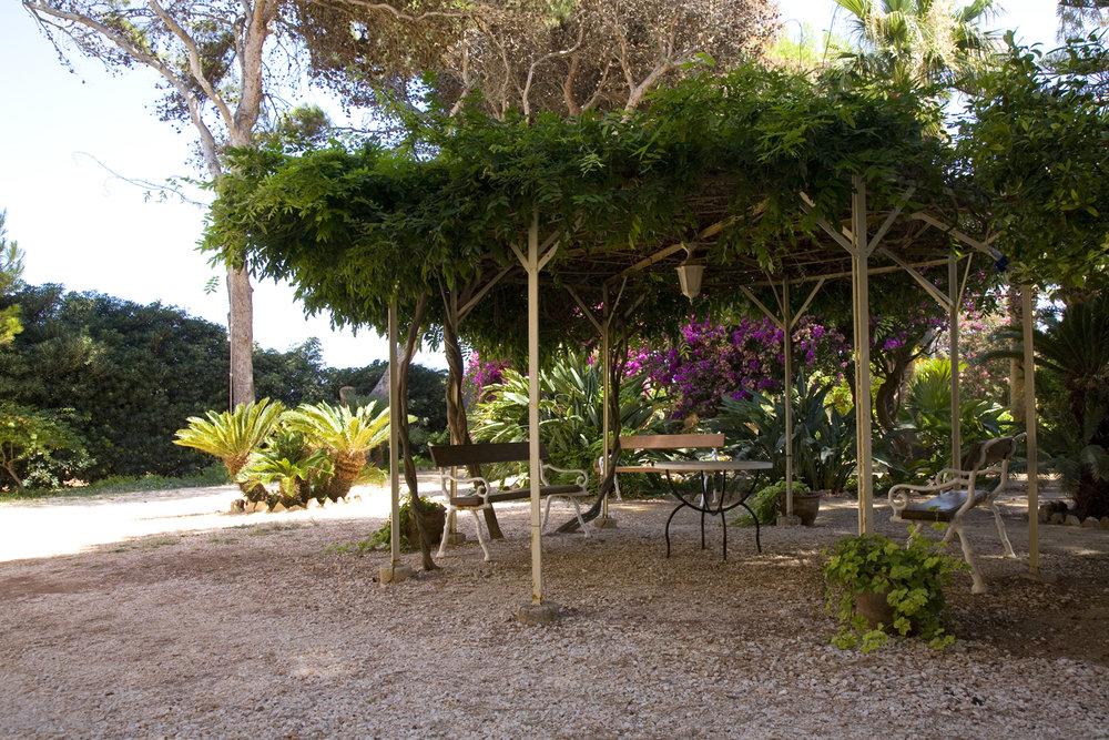 gazebo in giardino.jpg
