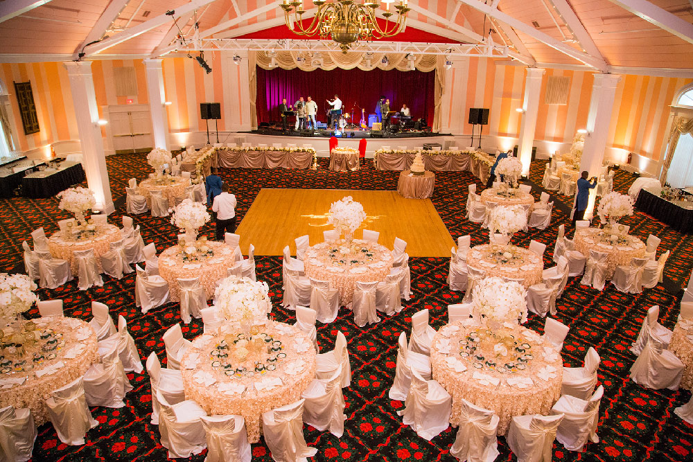grand-hotel-mackinac-island-wedding-reception-theatre-2.jpg
