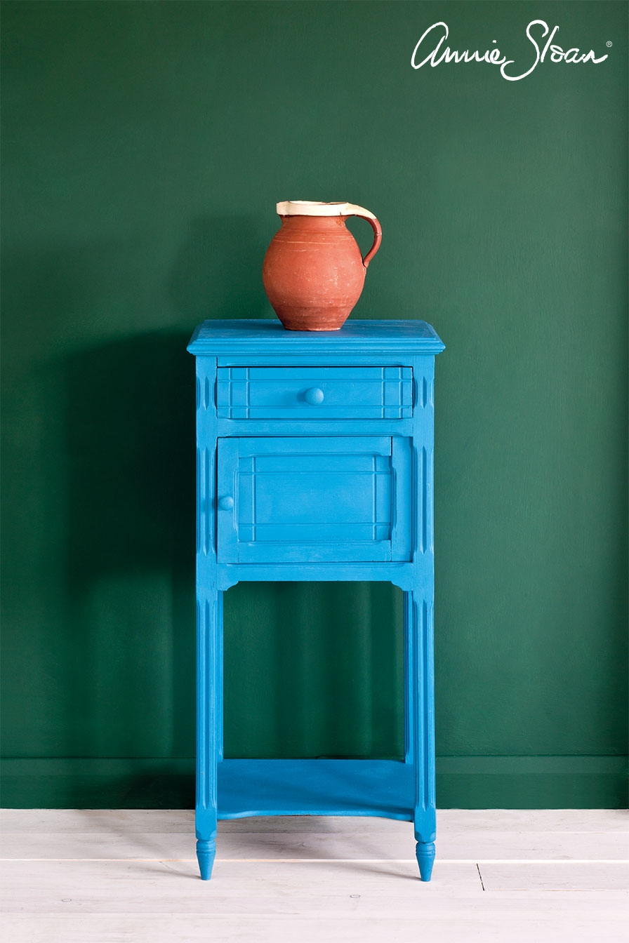 giverny-side-table_-amsterdam-green-wall-paint_-ticking-in-graphite-curtain_-dulcet-in-graphite-lampshade_-72dpi-image-1.jpg