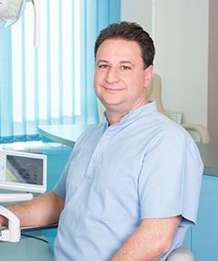 Elischer Csaba - Leitung Zahntechnisches Labor