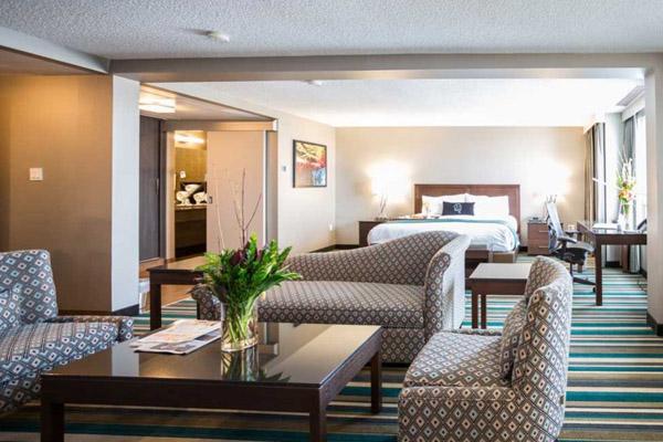 hotel-calgary-suite-1.jpg