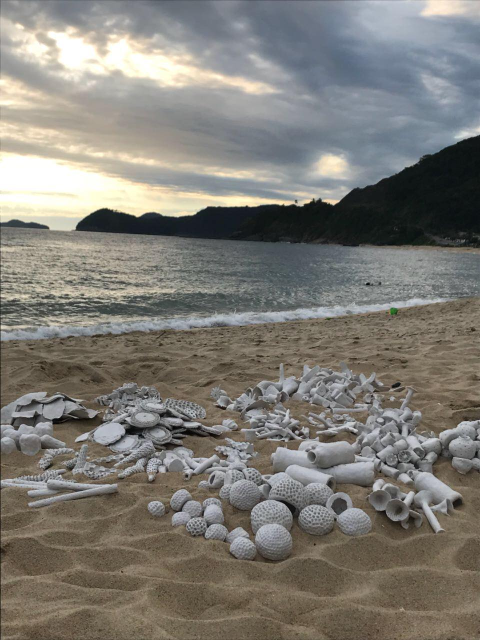 chachamovitz-arte-praia.jpg