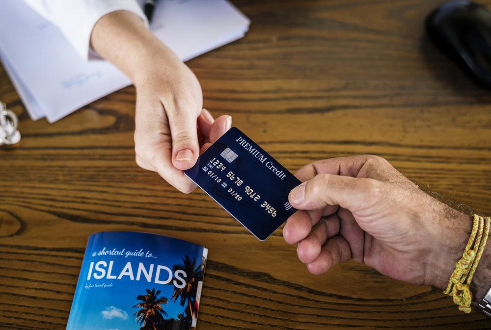 Tarjetas de Crédito y Viajes - Las tarjetas de crédito que dan puntos para viajes nos ofrecen un sinnúmero de ventajas a la hora de embarcarnos en una aventura área.