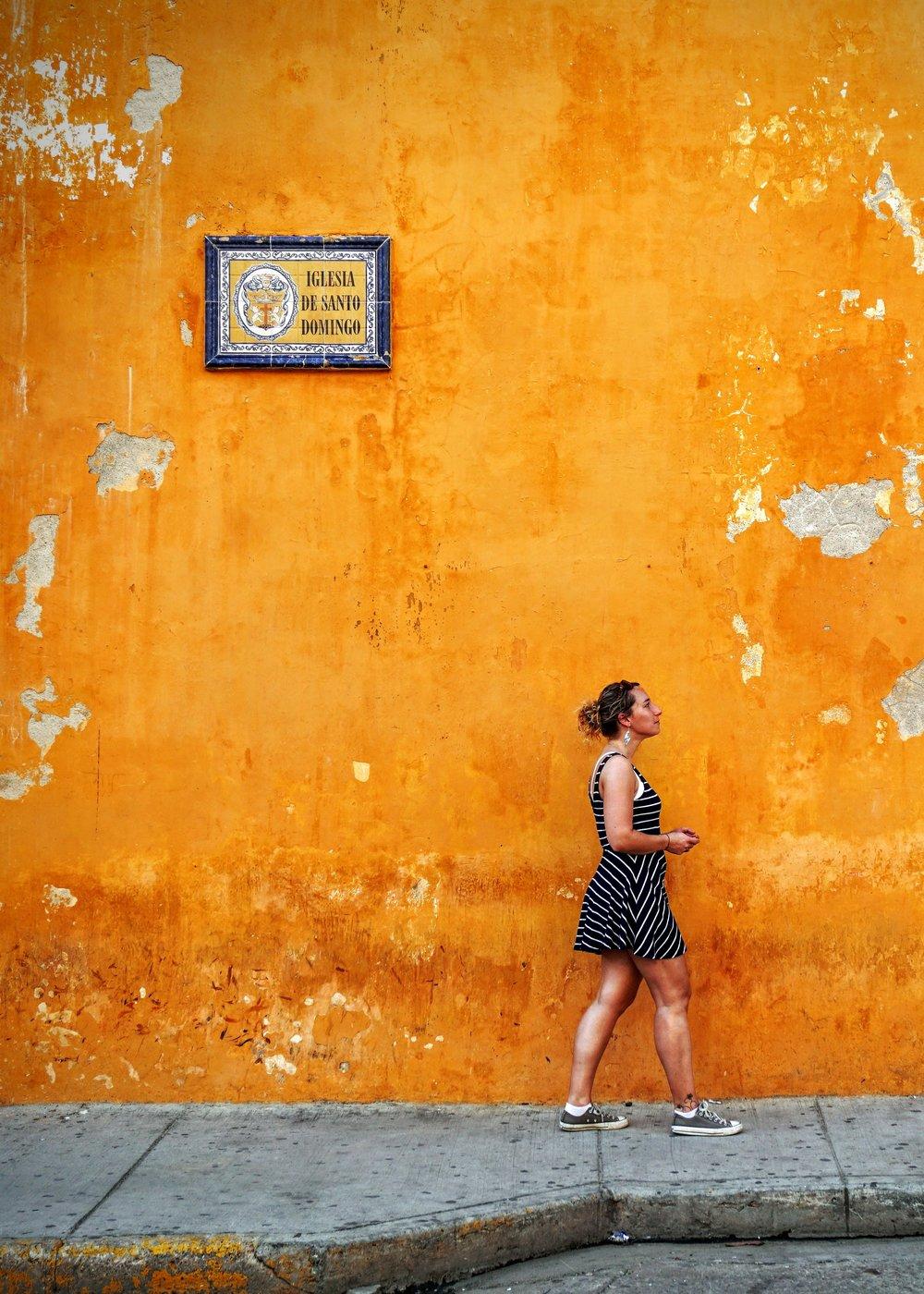 Cartagena, Colombia - Si buscas ahorros, cultura y gastronomía, Cartagena en Colombia es la respuesta. Aquí puedes llegar con boletos aéreos muy económicos. Tampoco sufrirás del frío de otras ciudades como Bogotá o Medellín. Disfrutar del caribe colombiano y su rica cultura mientras despide el año te regalará una de las mejores experiencia en la epoca navideña. Este destino es uno de los más económicos que podrás conseguir para despedir el año.