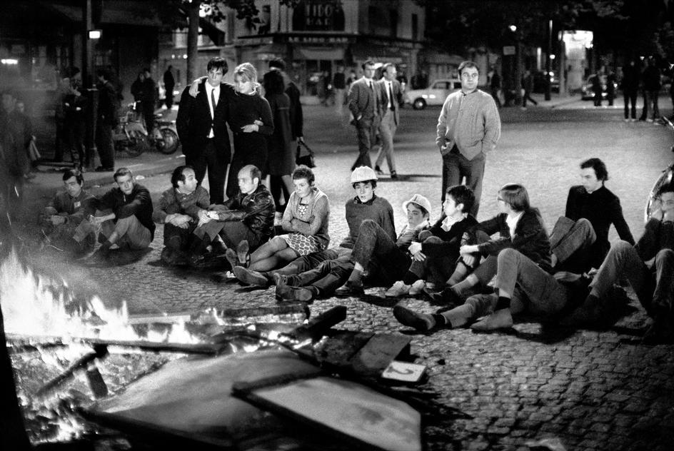 Revolten handlade om att revoltera mot regler snarare än att demonstrera för något. Studenterna ville bara visa för sig själva och världen att de kunde påverka. Bild av Bruno Barbey.