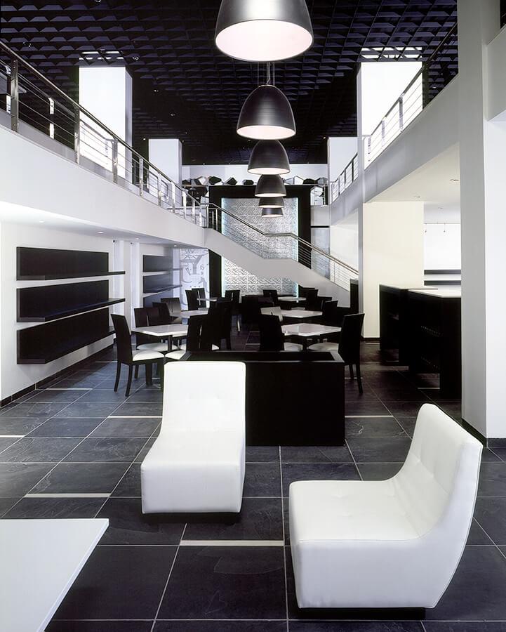 XXI BIENAL COLOMBIANA DE ARQUITECTURA 2008 - Mención de honorCategoría: arquitectura de interioresCafé de las LetrasUbicación: Bogota, Colombia.