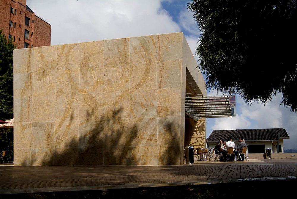 XX BIENAL COLOMBIANA DE ARQUITECTURA 2006 - SelecciónCategoría: diseño arquitectónicoProyecto: plaza y tienda Juan ValdezUbicación: parque Antonio Nariño, Manizales, Colombia.