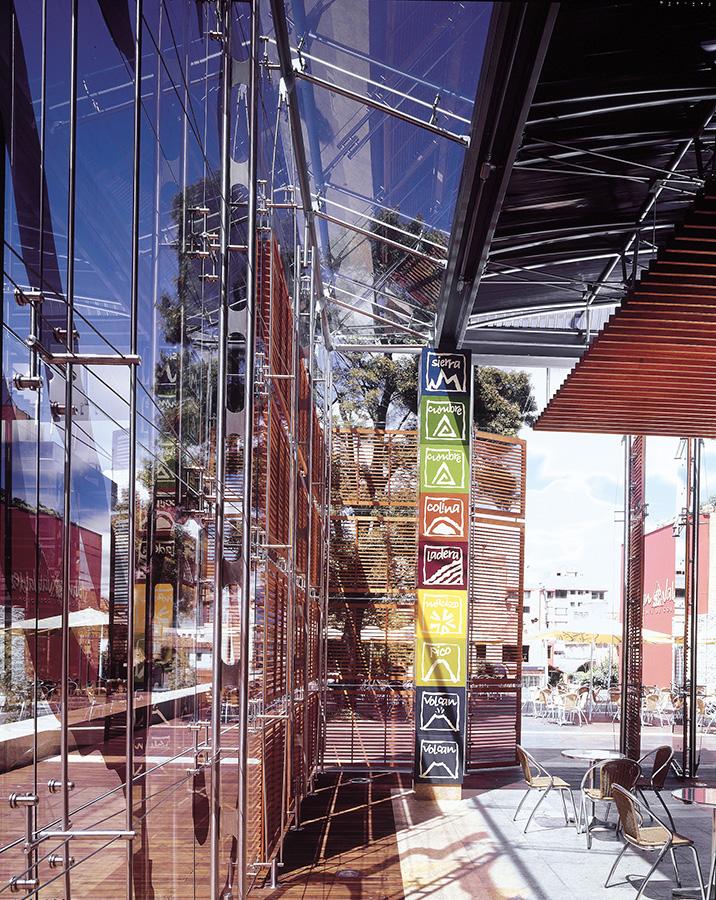 XIX BIENAL COLOMBIANA DE ARQUITECTURA 2004 - Segunda mención de honorCategoría: diseño arquitectónicoProyecto: plaza y tienda Juan Valdez calle 73Location: Bogotá, Colombia.