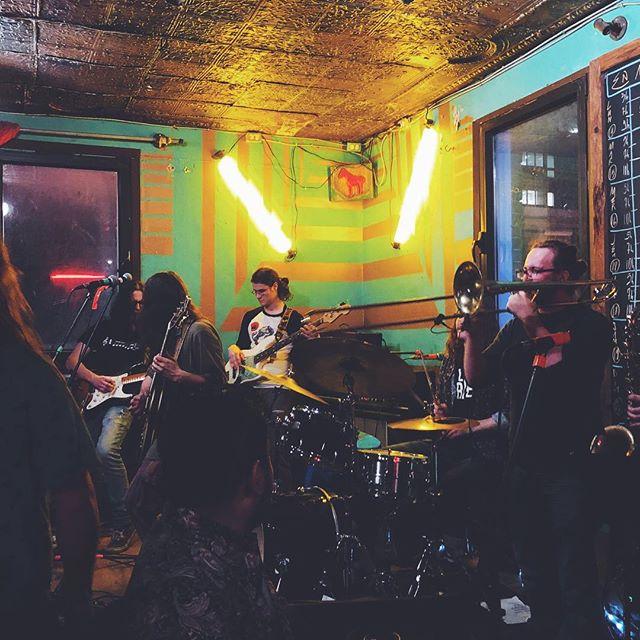Merci à tous ceux qui sont venus mardi à L'Escalier, vous étiez beaux à voir! Photo : @gablavallee  #concert #band #music #funk #groovy #groove #indie #musician #lesfunktionnaires #mtl #psychedelic