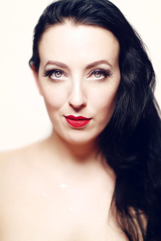 Bella Dejac, burlesque performer