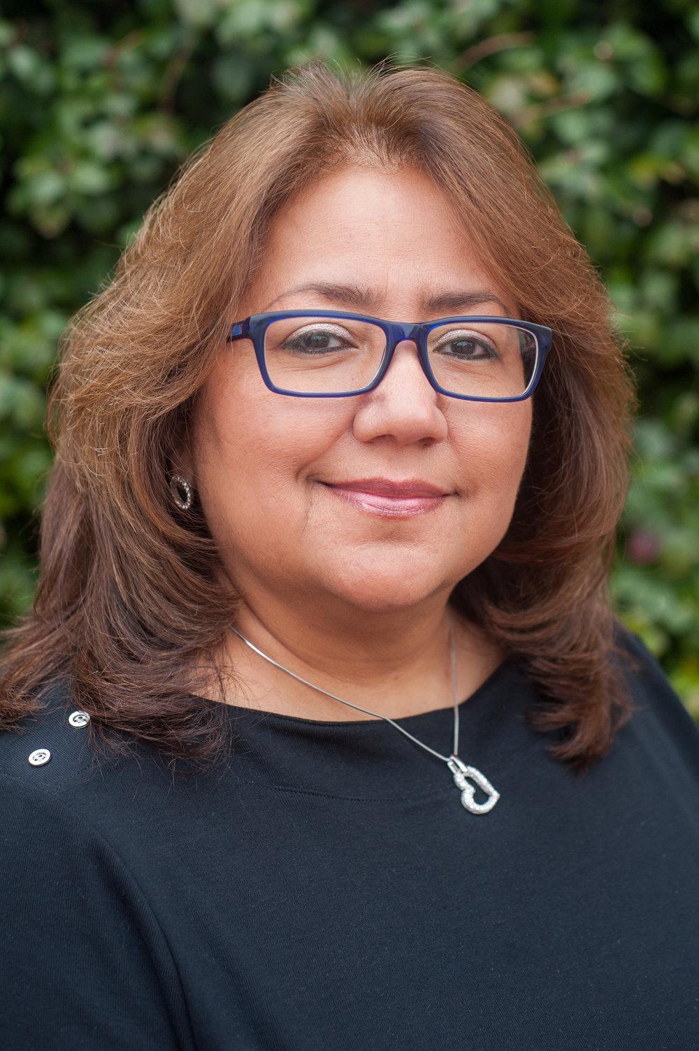 Hilaria Rosales, Gerente de Oficina y Asistente Legal