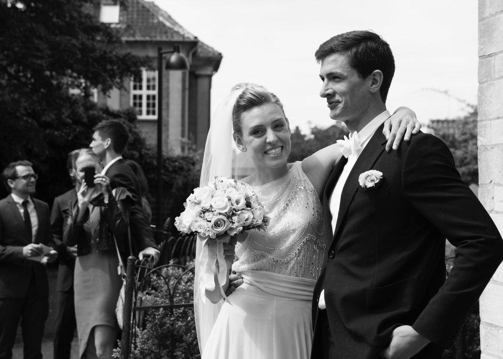 Cecilie og Kristian, 31.05.14 - Brink Bryllup hjalp undervejs i planlægningen med gode ideer og sparring, som vi satte rigtig stor pris på. De har tjek på alle praktiske dele ved et bryllup og leverer en grundig og supereffektiv indsats. Men vigtigst af alt har de en utrolig god fornemmelse for at vejlede og rådgive med empati og forståelse for, at det er en helt ualmindelig fest.Når man flyver rundt i den vildeste lykkeboble, tænker man ikke over de tusind små dele, der skal passe sammen ved et bryllup. Der er mange ting, der skal gå op i en højere enhed. Brink Bryllup er helt eminente til at få det hele til at spille.Vi kan kun videregive vores varmeste anbefalinger af Brink Bryllup./Kristian og Cecilie
