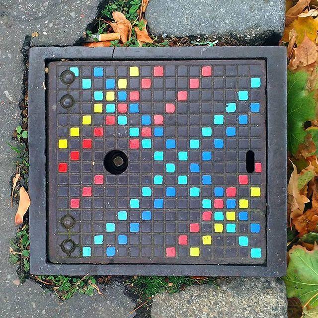 Manhole Cover. Art by @flixrobotico #urbanart #cityart #urbanicscreative #manhole #tampadebueiro #bueiro