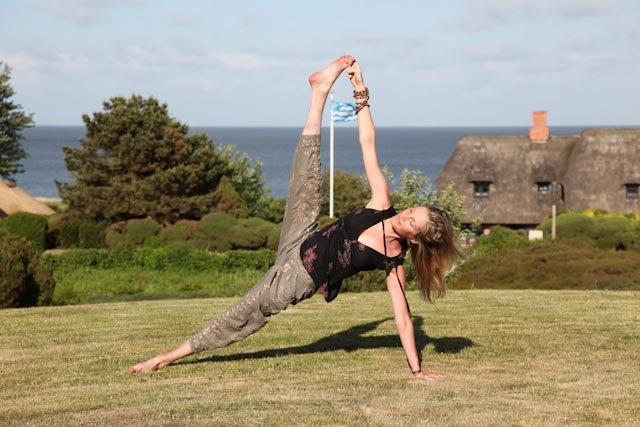 Emily-Side-plank-not-looking.jpg