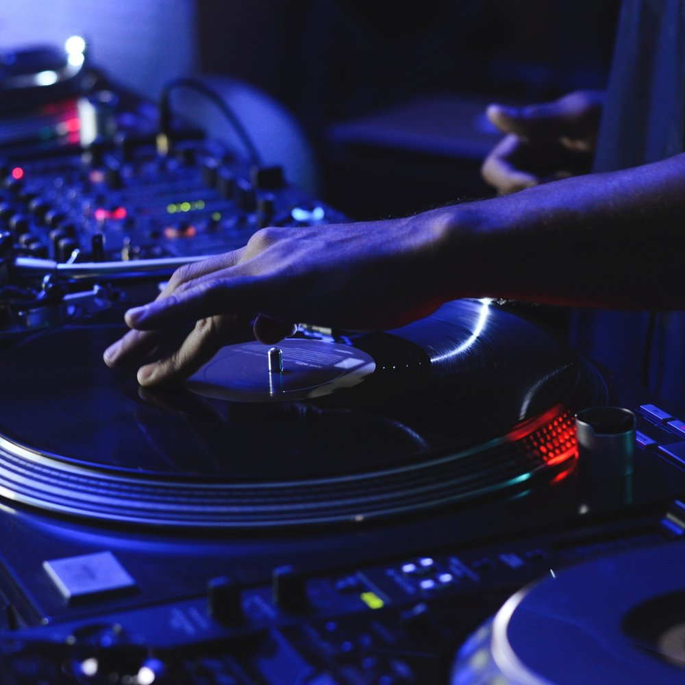 Saturdays + Sundays - THE BEST LIVE EVENTS & DANCE PARTIES.